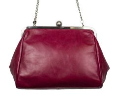 Give your vintage-inspired look the ultimate finishing touch with the Sigrid Kisslock Bag by Hobo!