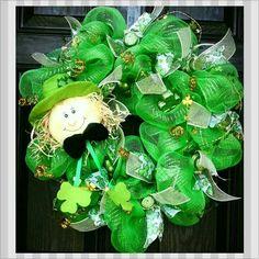 My little lucky Man:-) Diy Wreath, Mesh Wreaths, Wreath Ideas, Holiday Ideas, Holiday Decor, Holiday Desserts, Dessert Decoration, Paddys Day, Luck Of The Irish