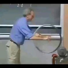 Science Tricks, Cool Science Experiments, Science Projects, Diy Bedframe With Storage, 1000 Lifehacks, Cool Inventions, Useful Life Hacks, Science And Technology, Engineering Technology