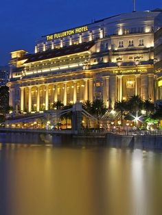 The Fullerton is one of Singapore's most classy hotels 10 Great Ways to Explore Singapore (Free eBook). Singapore Travel Tips, Visit Singapore, Wanderlust Singapore, Best Resorts, Hotels And Resorts, Fullerton Hotel, Places Around The World, Around The Worlds, Luxury Houses