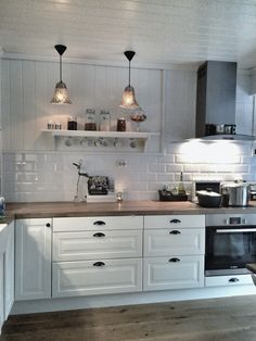 ikea kitchen at behindabluedoor behindabluedoor kitchen - PIPicStats Ikea Kitchen, Home Decor Kitchen, Interior Design Kitchen, Country Kitchen, Home Kitchens, Kitchen Dining, Cozinha Shabby Chic, Cuisines Design, Küchen Design