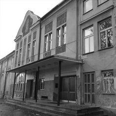 Bývalé kino OKO Mansions, House Styles, Home Decor, Cinema, Decoration Home, Manor Houses, Room Decor, Villas, Mansion