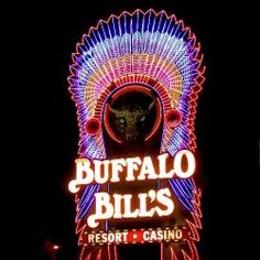 A Selection of America's Most Majestic Vintage Neon Signs Advertising Signs, Vintage Advertisements, Roadside Signs, Roadside Attractions, New York Blog, Sign O' The Times, Love Neon Sign, Neon Moon, Vintage Neon Signs