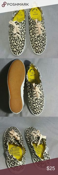 Bonjour Sneakers Shoes Leopard 11 Canvas NEW Women's Shoes item in New lace-ups canvas. bonjour  Shoes Sneakers