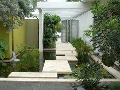 koi teich im garten anlegen idee platten beton pflanzen wasseranlage