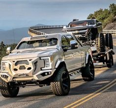 Fab Fours Ford Superduty 2017 Grumper Front Bumper Winch Ready Diesel Trucks, Custom Trucks, Lifted Trucks, Cool Trucks, Pickup Trucks, Lifted Ford, Ford F150 Custom, Ford 4x4, Expedition Vehicle