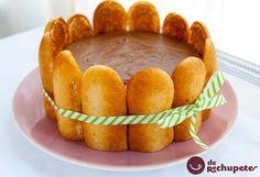 Cómo preparar la tarta charlota, carlota o Charlotte. Un postre de origen francés del tipo clásico. Una tarta fría forrada con bizcochos de soletilla y rellena de crema.