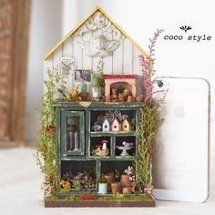 Miniature Flowers ♡ ♡ By cocostyle Miniature Plants, Miniature Rooms, Miniature Houses, Miniature Furniture, Miniature Gardens, Mini Doll House, Mini Plants, Victorian Dollhouse, Fairy Houses