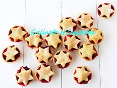 Mince Pies, biscuits de Noël anglais Mince Pies, Gingerbread Cookies, Christmas, Sweet Cookies, Party Desserts, Cooking Food, English Christmas, Recipes, Cheer Snacks