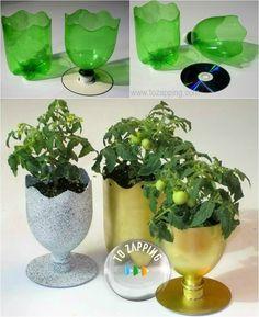 Manualidades con materiales reciclados. Una manera fácil de aprovechar las botellas de plástico cuando están vacias, es haciendo estos jarrones para plantas