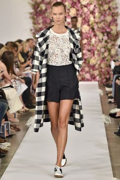 aq_resizer (573×860) New York Fashion, Fashion Week 2015, Runway Fashion, Fashion Show, Dior Couture, Fashion Designer, Designer Dresses, Elizabeth Arden, Looks Black