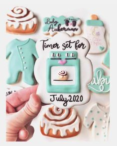 21 Unique and Creative ways to Announce your Pregnancy! 21 Unique and creative Baby Announcement Ideas. Pregnancy announcement with sibling. Pregnancy announcement with dog. Creative Baby Announcements, Creative Pregnancy Announcement, Pregnancy Announcement Photos, Baby Announcement Cake, Baby Cookies, Baby Shower Cookies, Sugar Cookies, Spice Cookies, Baking Cookies
