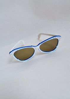 9b36c623c84 1950s White   royal blue rhinestone cateye sunglasses   50s diamanté  butterfly shape sparkle two tone glasses