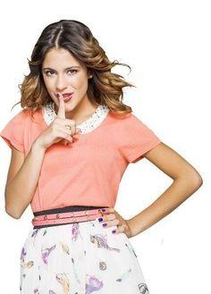 be silent martina is singing Violetta And Leon, Violetta Live, Netflix Kids, Disney Channel Shows, Look Alike, Pretty Woman, Boho Shorts, Short Dresses, Photos