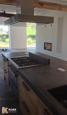 Koak Keuken van massief eiken hout en een 8 cm dik betonnen blad ter plaatsen gemaakt08