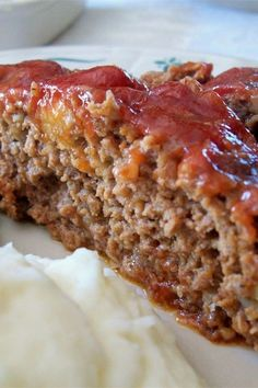The Best Meatloaf I've Ever Made Recipe and Video - When I was growing up, my mom never ever made meatloaf and I always wanted to try it. I started experimenting with different recipes and I finally came up with the best meatloaf I have ever made! Good Meatloaf Recipe, Meatloaf With Tomato Sauce, Easy Meatloaf Recipe With Bread Crumbs, Homemade Meatloaf, Meat Loaf Recipe Easy, How To Make The Best Meatloaf Recipe, Meatloaf Recipe With Sour Cream, Meat Recipes, Gastronomia