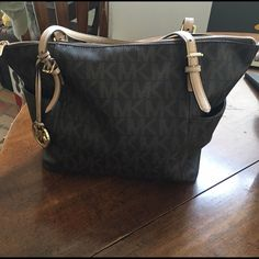 Brown Michael Kors purse Brown jet set logo top-zip Michael Kors purse. Has a little fraying on the strap. Has a spot on the inside where a pen was accidentally opened and marked on the inside. Other than that, it's in great condition. No trades Michael Kors Bags Totes
