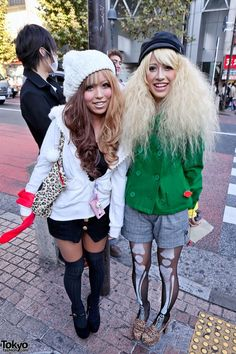 The girl on the right has amazing tights! HOORAY, for skeleton tights!!