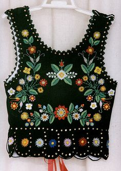 Embroidered vest - back - Polish