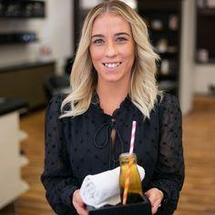 Unser Ziel ist es, dass Sie sich bei uns entspannen können und unseren Salon zufrieden wieder verlassen.  Deshalb startet Ihr Besuch in unserem Friseursalon für Sie mit einem hausgemachten Tee-Getränk und einer frischen Kompresse. Je nach Saison passend warm oder kalt zum Erfrischen oder Aufwärmen.  Foto Credit: www.kacy.at  #friseur #wien #hair #skin #makeup #1010wien #labiosthetique