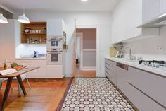 Em que é que uma cozinha por medida difere de uma cozinha…