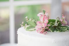 Cornwall Inn - White buttercream cake by sweet sensations with pink flowers detail