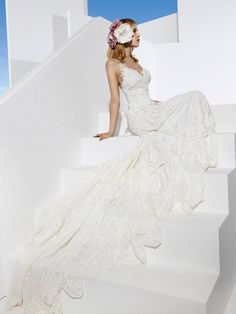 Boho chic wedding dress, for a modern bride who isa free spirit, creative, original, different. All these boho wedding dresses are created with high quality European fabrics, handmade, 100% designed and produced in Barcelona by YolanCris. The dream of haute couture & fashion is reflectedin every detail for you to be perfect onyour wedding day