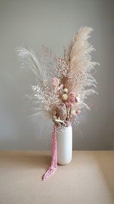 Creative Flower Arrangements, Dried Flower Arrangements, Vase Arrangements, Blue Hydrangea Bouquet, Dried Flower Bouquet, Dried Flowers, Flower Bar, Flower Vases, Australian Native Flowers