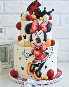 If you're planning a Minnie Mouse birthday party, check out this cute Minnie Mouse Cake! Cake design by # # Shared by SPCN. Minnie Mouse Cake Decorations, Minnie Mouse Cupcake Cake, Minni Mouse Cake, Bolo Do Mickey Mouse, Bolo Minnie, Minnie Mouse Cake Design, Disney Mickey, New Birthday Cake, Birthday Cupcakes