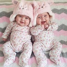 Is there something cuter than a baby? Yes: beautiful twin babies. So Cute Baby, Cute Baby Twins, Cool Baby, Twin Baby Girls, Baby Kind, Twin Babies, Little Babies, Baby Love, Beautiful Children