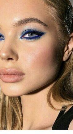 Dark blue eye makeup Inspiring Ladies july makeup ideas – Makeup Ideas Source by bridgetbieber Dark Eye Makeup, Eye Makeup Steps, Hooded Eye Makeup, Natural Eye Makeup, Smokey Eye Makeup, Glam Makeup, Makeup Inspo, Makeup Eyeshadow, Makeup Inspiration