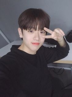 Timide (n) ; Cute Korean Boys, Korean Men, Korean Actors, Boy Idols, Fan Picture, Produce 101, Tsundere, Ulzzang Boy, Best Memories