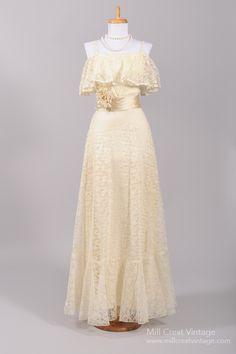 1970's+Lace+Peasant+Vintage+Wedding+Gown+:+Mill+Crest+Vintage