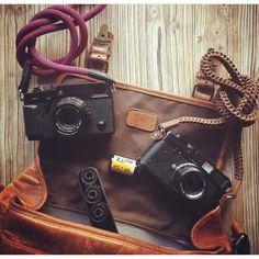 """#leicagram on Instagram: """"[via @vince__m] Je vide mon sac #fujifilmxpro2 #fujifilm #fuji #leica #leicapassion #yosemitecamerastrap #barton1972 #onabags"""""""