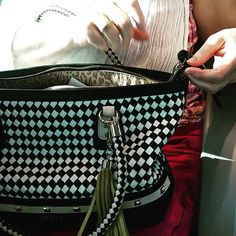 #fashion #bags #fashionista #stolenpic #streetphotography #picoftheweek #picoftheday #sarysweetsary #sary #gasy #madagascar