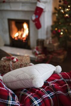 Christmas Aesthetic for Home – Cozy Xmas Decorations Ideas. Looking for inspiration and a great mood with Christmas aesthetic ideas? Save my collection of these Christmas tree ideas, Xmas lights aesthetic, wallpaper and cozy home decorations. Christmas Mood, Noel Christmas, Merry Little Christmas, Country Christmas, Christmas Lights, Vintage Christmas, Christmas Crafts, Tartan Christmas, Christmas Quotes