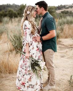 Romantic Boho Pregnancy, Husband and Wife Maternity Pictures – Mutterschaft Kinder … Maternity Photography Poses, Maternity Poses, Maternity Portraits, Maternity Dresses, Boudoir Photography, Photography Backdrops, Wedding Photography, Maternity Photo Outfits, Fall Maternity Photos