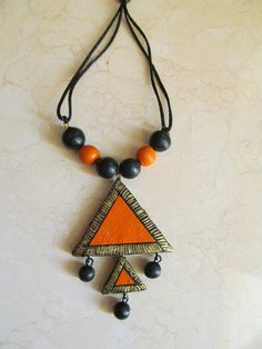 Simply orange and black Terracotta Jewellery Making, Terracotta Jewellery Designs, Terracotta Earrings, Funky Jewelry, Fabric Jewelry, Handmade Jewelry, Earrings Handmade, Beaded Necklace Patterns, Jewelry Patterns