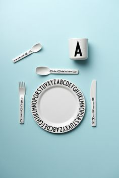 Make it personal at the picnic party. With melamine tableware and a personal cup! Typography: AJ Vintage ABC.