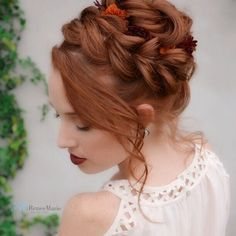Braided prom hair updos look really elegant and beautiful. We have picked the trendiest updo hairstyles for our photo gallery. Rock Hairstyles, Braided Hairstyles Tutorials, Box Braids Hairstyles, Loose Hairstyles, Updo Hairstyle, Hair Tutorials, Braided Chignon, Braided Prom Hair, Prom Hair Updo