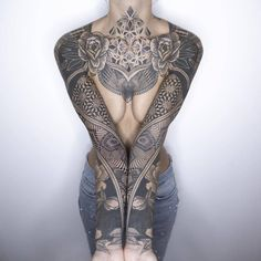 Today we want to talk about the French tattoo artist Rémy.B, who took this next step, combining ornamentalism with some optical technique that allows you to get dynamics in a static image. He calls such tattoos - Motion Tattoo. Tattoo Girls, Girl Tattoos, Sexy Tattoos, Body Art Tattoos, Sleeve Tattoos, Tattoo Sleeve Girl, Chest Piece Tattoos, Tattoo Sleeves, Design Tattoo