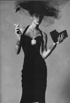 Le chapeau qui transcende la robe                                                                                                                                                                                 Plus
