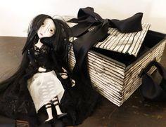 """Etérea"" muñeca estilo Burton."