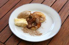 Gebackene Apfelspalten (Baked Applerings) Austrian Desserts, Oatmeal, Rolls, Tasty, Breakfast, Recipes, Food, Bakken, The Oatmeal