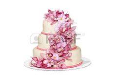 mariage: Gâteau de mariage traditionnel sur un fond blanc