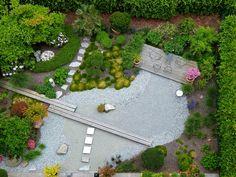 Wer einen Garten anlegen oder ihm eine umfassende Neugestaltung verpassen möchte, muss viele Entscheidungen zu treffen. Mit unseren Profitipps sind Sie auf der sicheren Seite!