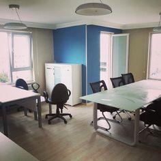 Cam toplantı masası ve çalışma masaları. Detaylı bilgi için www.facebook.com/hiyamimarlik  hiyamimarlik's photo on Instagram