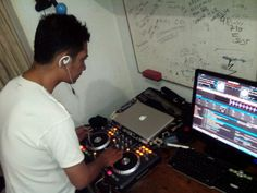 DJ YY running on his remix tracks