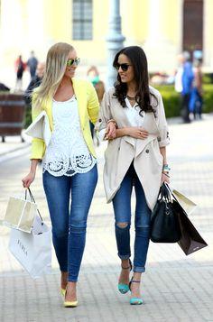 Style and Blog - Divat, stílus, életmód. Der Bus, Fashion Pants, Designer, Fashion Accessories, Kimono Top, Street Style, Style Inspiration, Let It Be, Chic