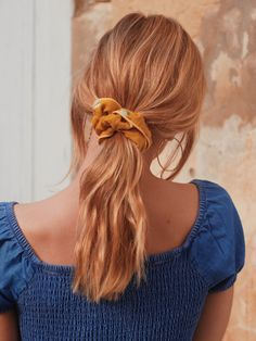 Scrunchie is back - Marque d'accessoires pour cheveux made in France Scarf Hairstyles, Messy Hairstyles, Pretty Hairstyles, Scrunchies, Low Maintenance Hair, Haircuts For Fine Hair, Silk Hair, Good Hair Day, Hair Videos